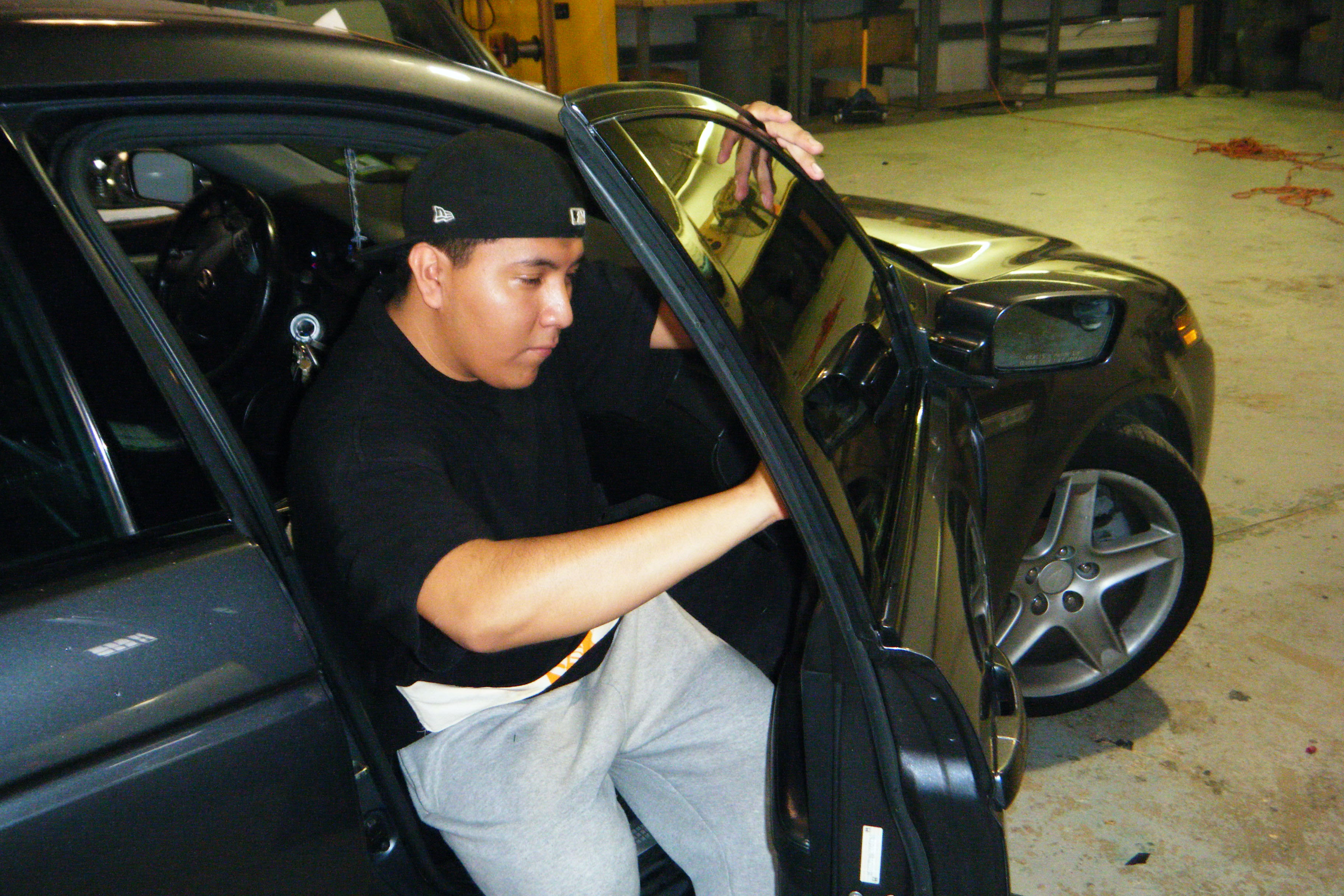 How To Remove Car Window Tinting : Step By Step Guide ...